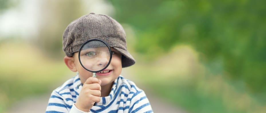 jongen met vergrootglasKLEIN